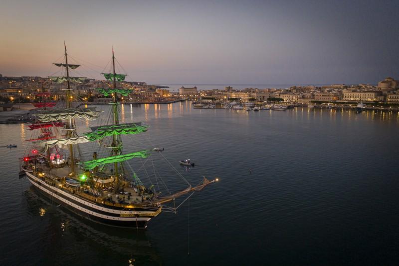 La nave scuola Amerigo Vespucci compie 90 anni